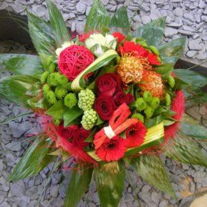 bouquet-rond-rouge-boule-osier
