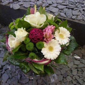 bouquet-rond-rose-vif-boule-osier
